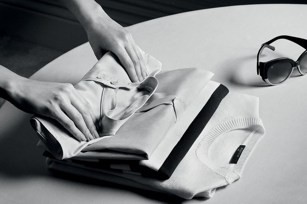 Louis Vuitton recommends rolling up T-shirts and light jerseys.