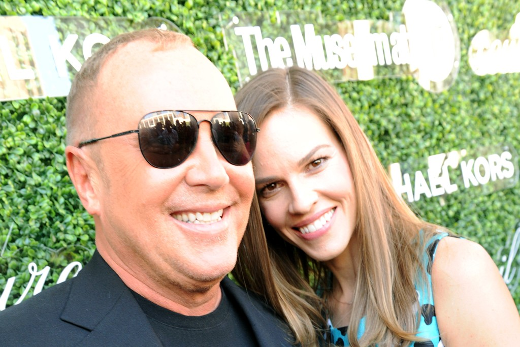 Hilary Swank in Michael Kors with the designer.