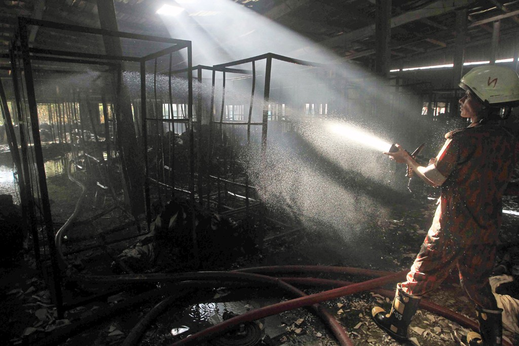 Putting out the fire at Aswad Composite Mills.