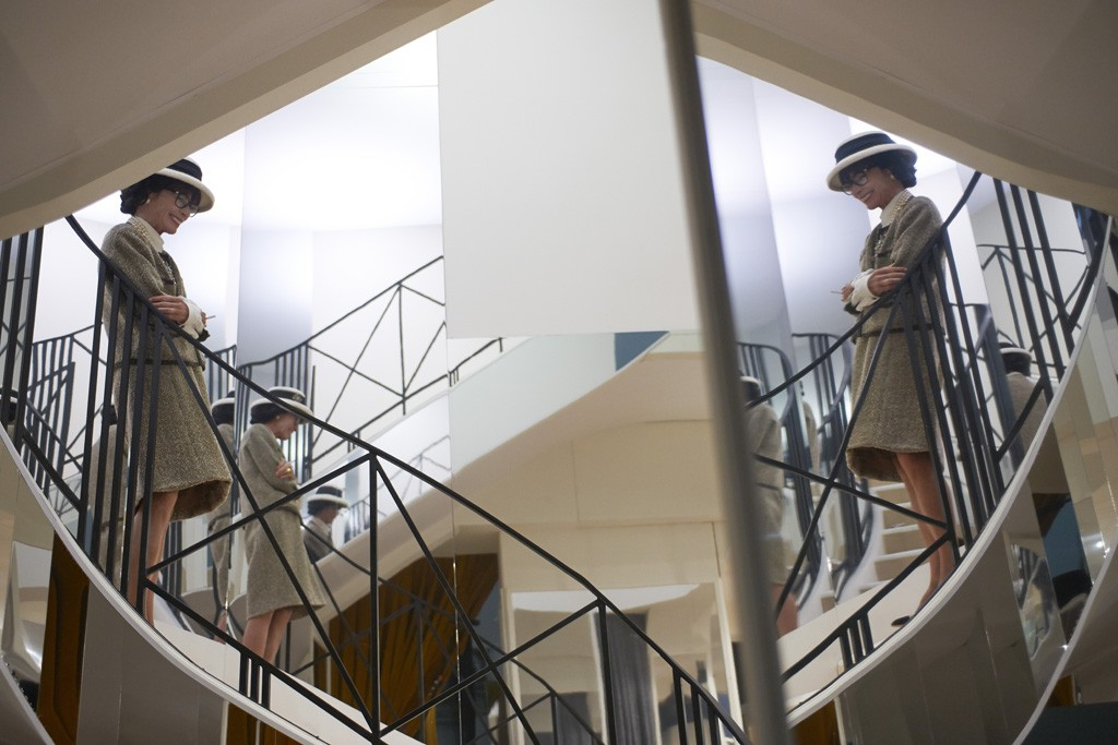 Geraldine Chaplin as Gabrielle Chanel on the famous mirrored staircase.