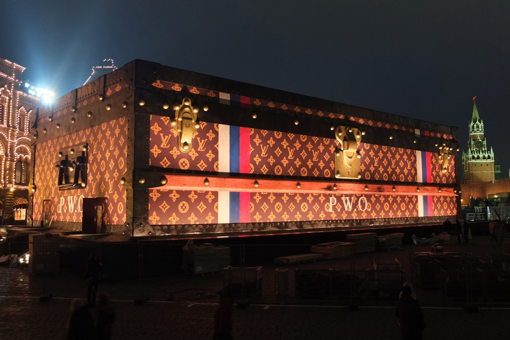The giant trunk on Red Square
