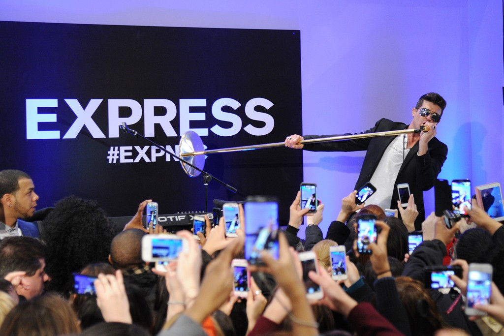 Robin Thicke performing at Express.