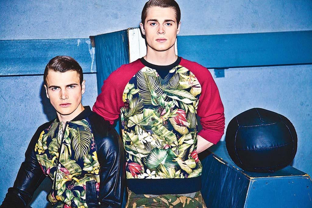 Ami sweatshirt with tropical print.