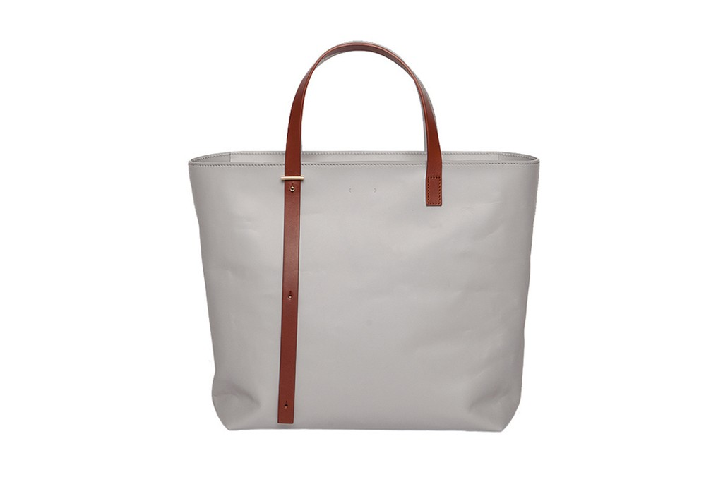 A tote from PB0110.