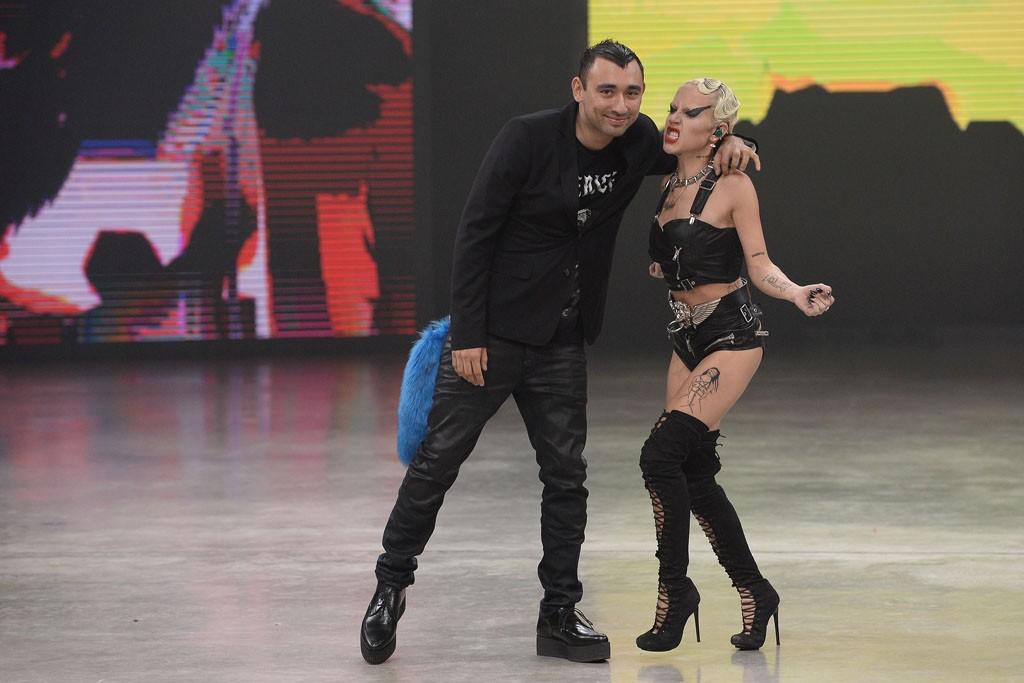 Nicola Formichetti and a performer.