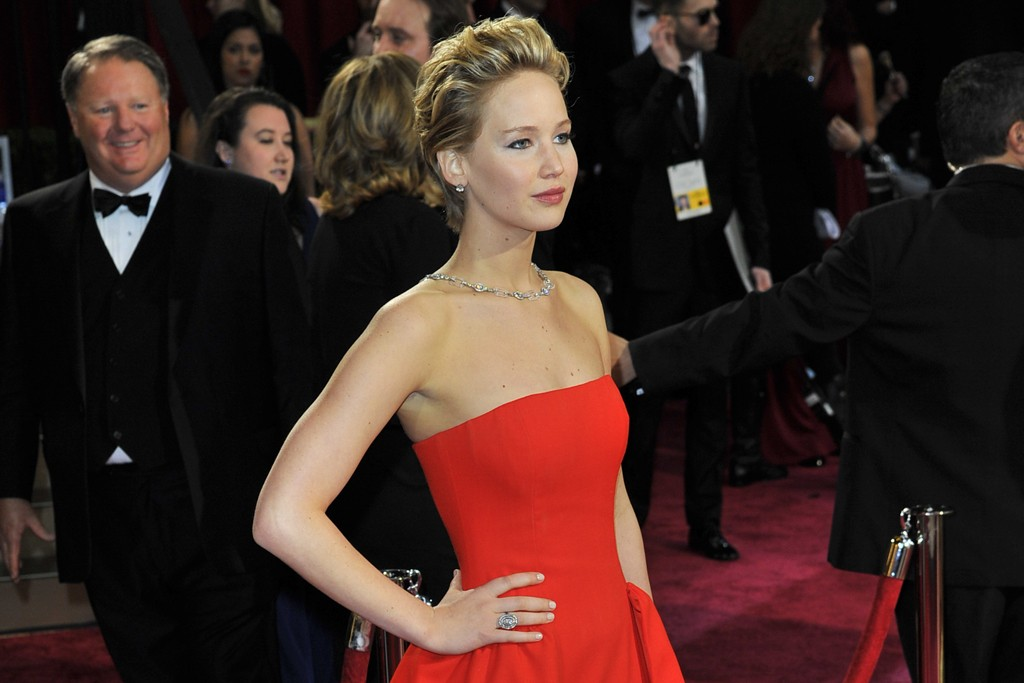 Jennifer Lawrence in Dior Haute Couture and Neil Lane jewelry.