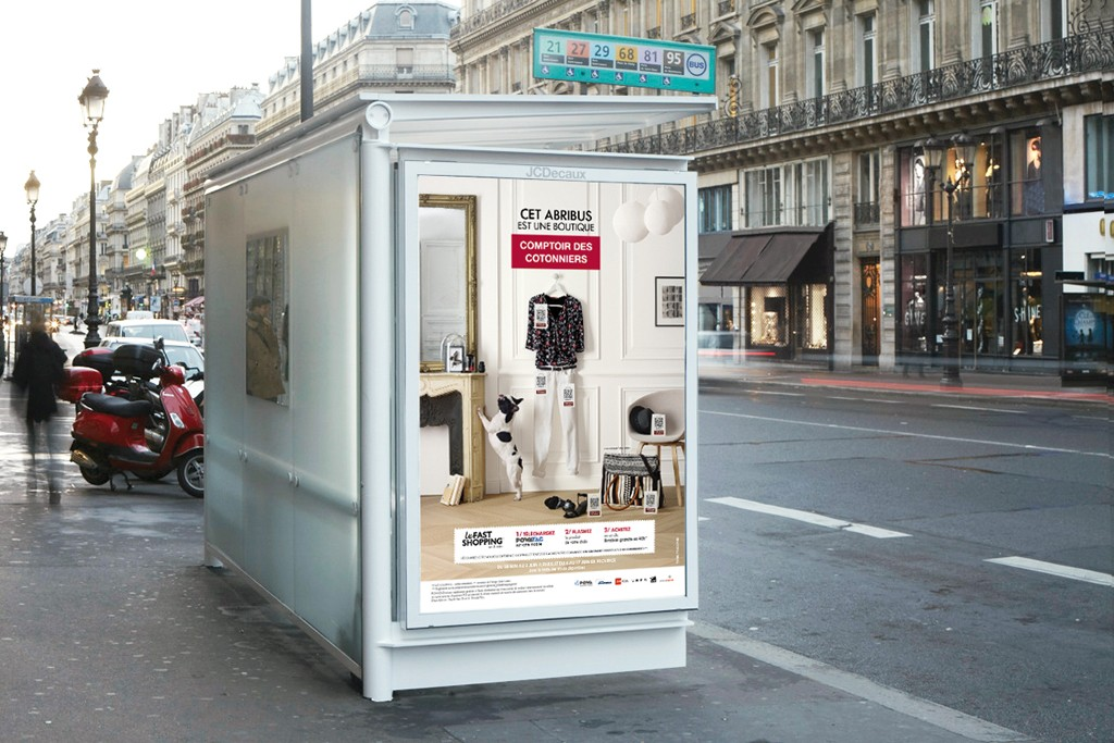 A rendering of a bus shelter featuring Comptoir des Cotonniers' Fast Shopping concept.