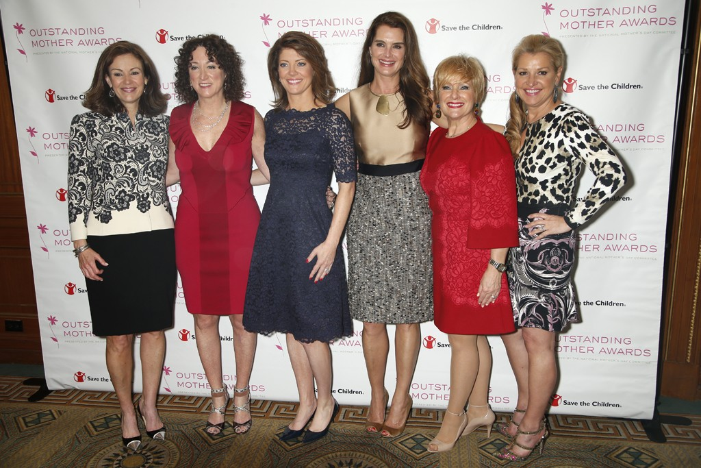 Mary Dillon, Jill Granoff, Norah O'Donnell, Brooke Shields, Laurie Dowley and Mindy Grossman.