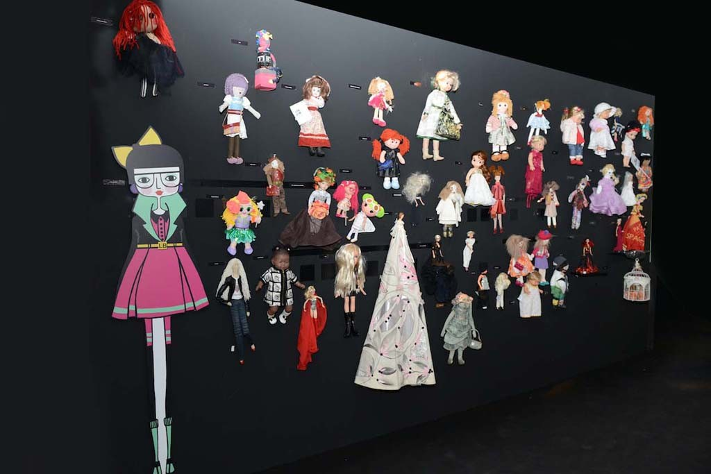 """The Wall of Dolls"" at the Cultural Center in Via de Amicis."