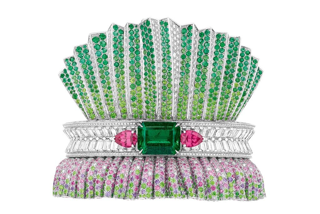 Dior's Bar en Corolle Emeraude bracelet.