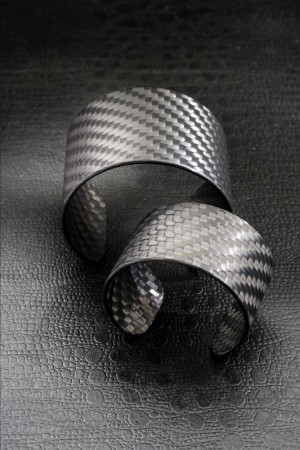 Rigid bracelets are part of the new accessories line by Italia Independent and Airam.
