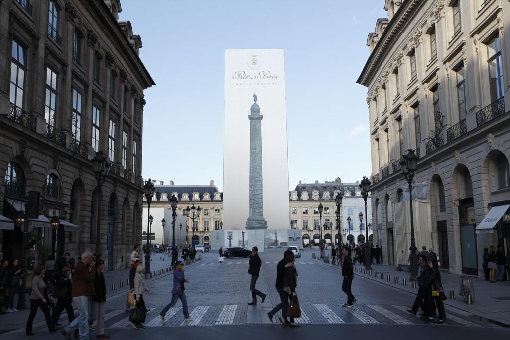 The Colonne Vendôme under construction.