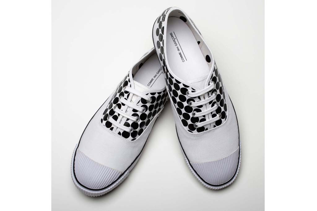 A look from Comme des Garçons' collaboration with Bata Tennis.