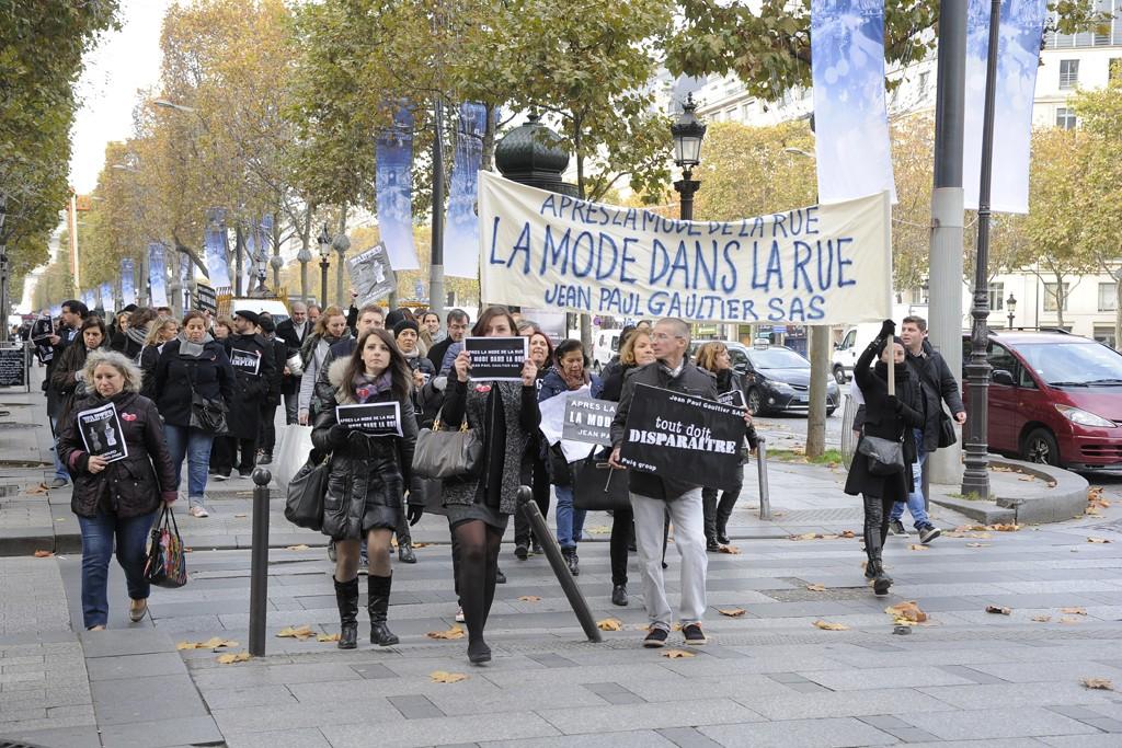 Demonstrators on the Avenue des Champs-Élysées.