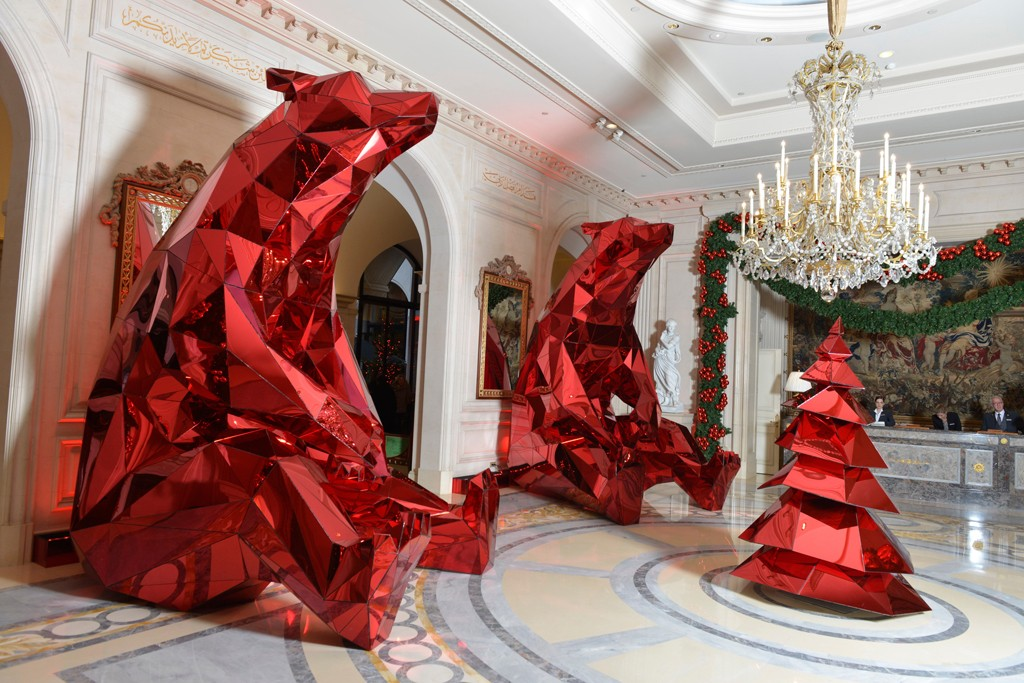 Jeff Leatham's Christmas decorations at the Four Seasons George V.