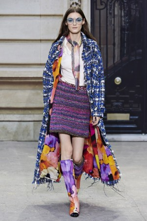 A Chanel spring-summer 2015 look featuring Lesage tweeds produced by A.C.T. 3