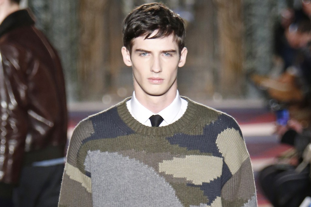 GRAPHIC KNITS: Valentino Men's RTW Fall 2015