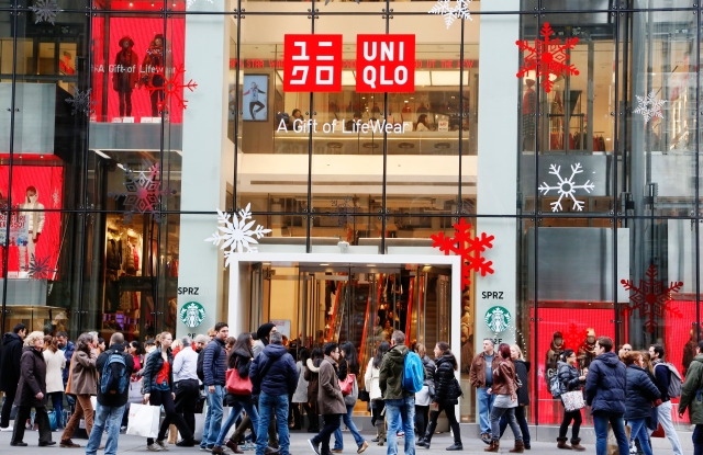 Holiday Shoppers outside Uniqlo in NYC