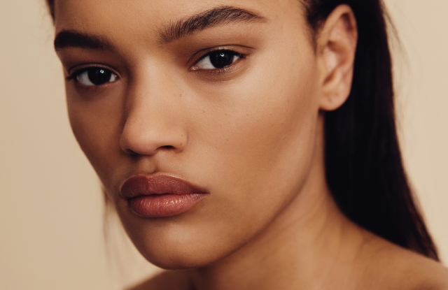 Models once walked the runway in uniform beauty looks, but in recent seasons, backstage makeup artists and hairstylists have stepped away from the tools, products and highfalutin creative inspiration — letting each individual stay true to her own features and style.