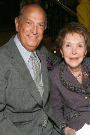 Oscar de la Renta and Nancy Reagan