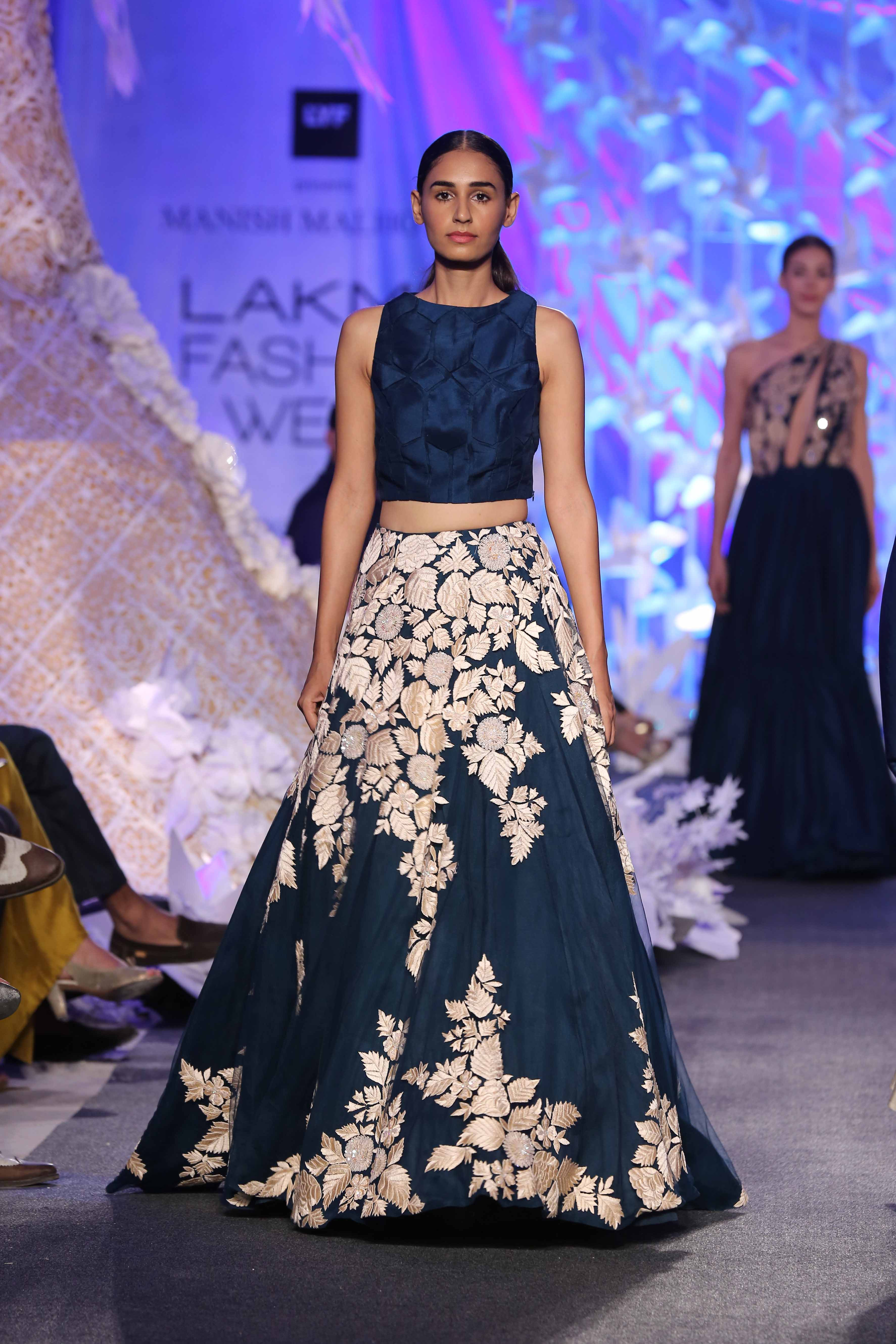 A model walking at Manish Malhotra's opening show for LFW SR 2016