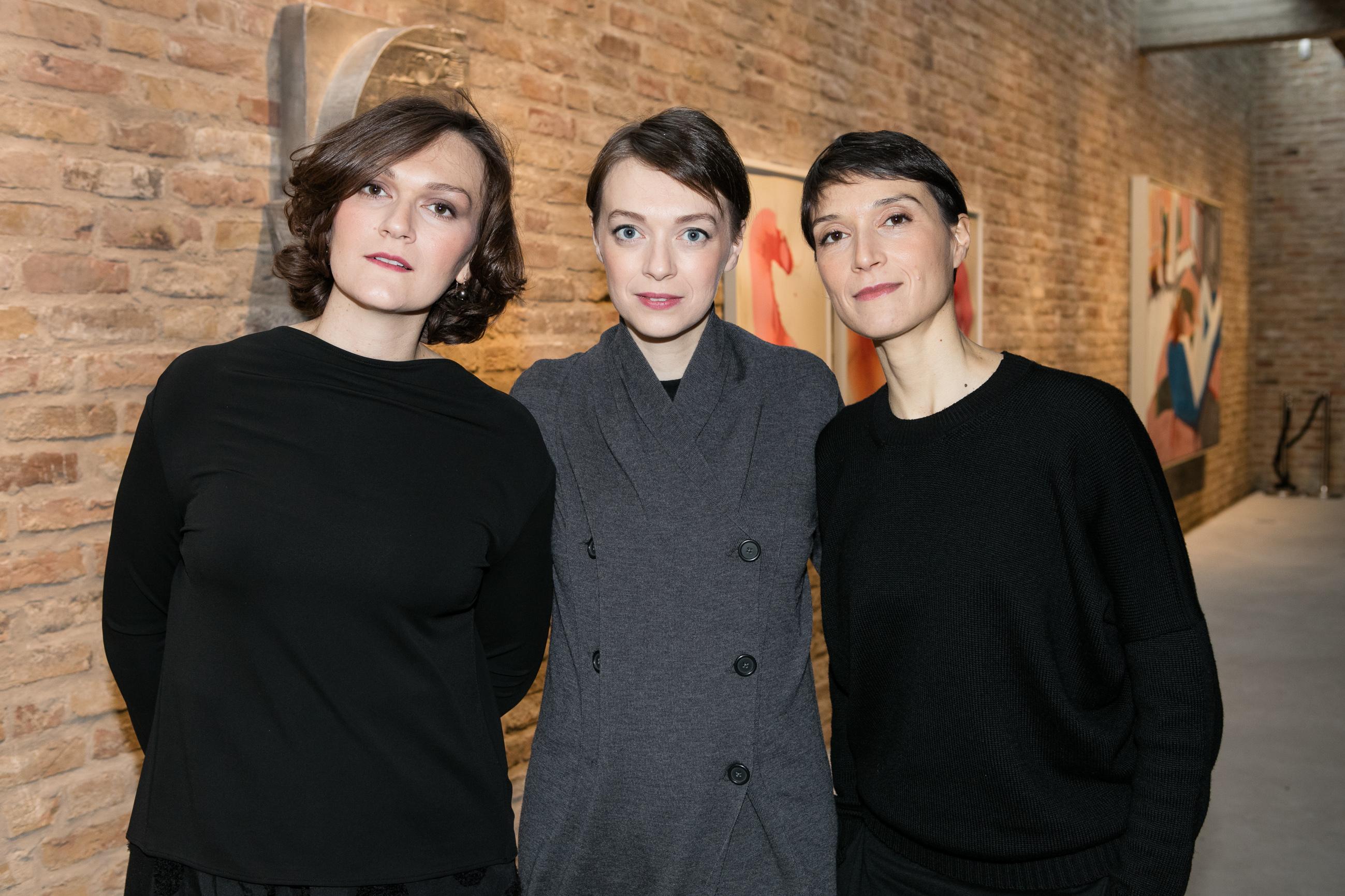 Mari, Vera and Sara in Galerie König