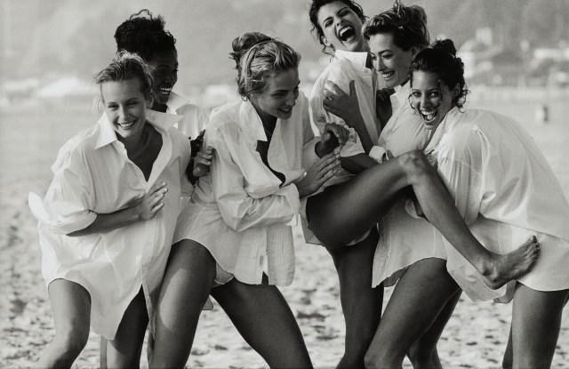 'Linda Evangelista, Tatjana Patitz, Christy Turlington, Estelle Lefébure, Karen Alexander, Rachel Williams', Vogue US, Beach Los Angeles, 1990 Peter Lindbergh