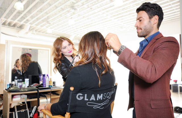 Glamsquad's Kelli Bartlett applying makeup