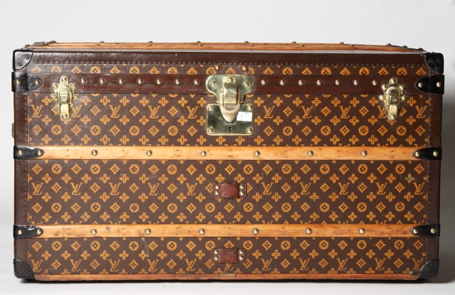 Vintage Louis Vuitton trunk available on Resee