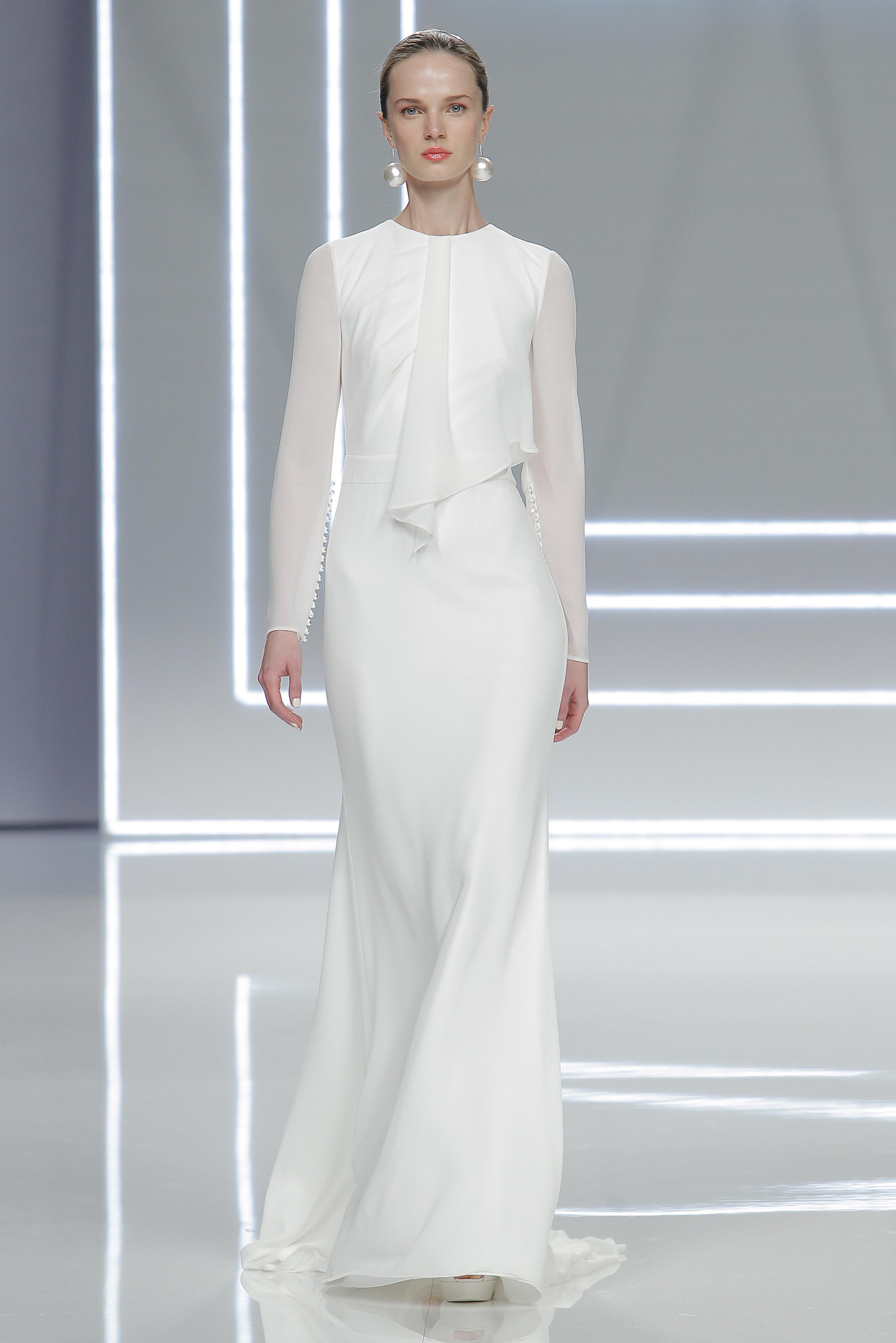 A look by Rosa Clará at Barcelona Bridal Fashion week.