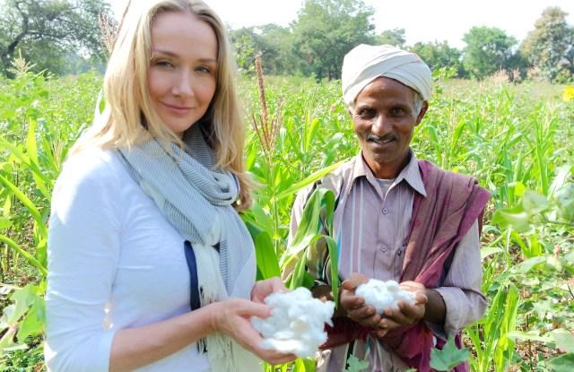 Alexandra Cousteau and an Indian cotton farmer.