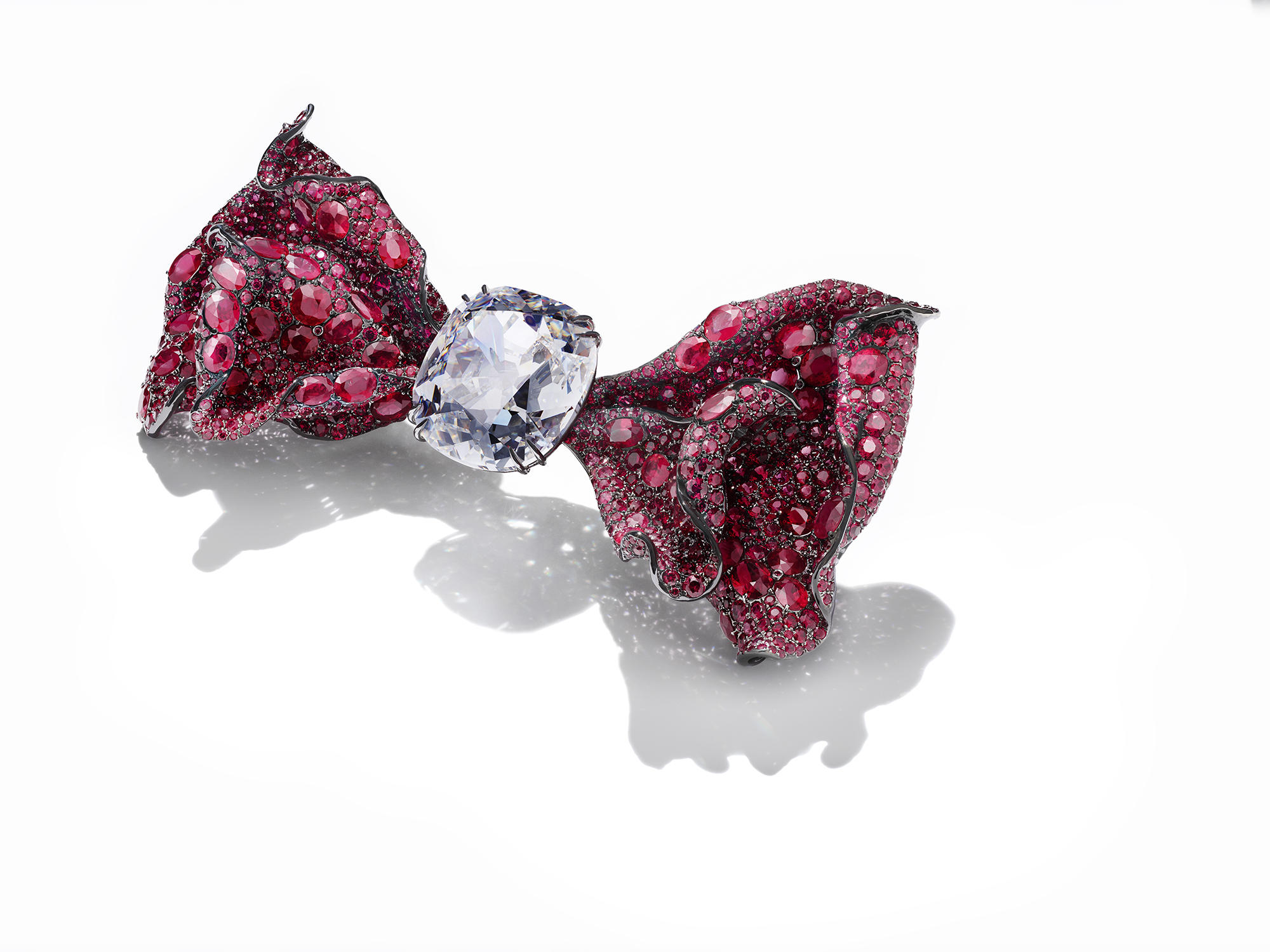 A ribbon brooch from Cindy Chao The Art Jewel's 2016 Masterpiece XV collection
