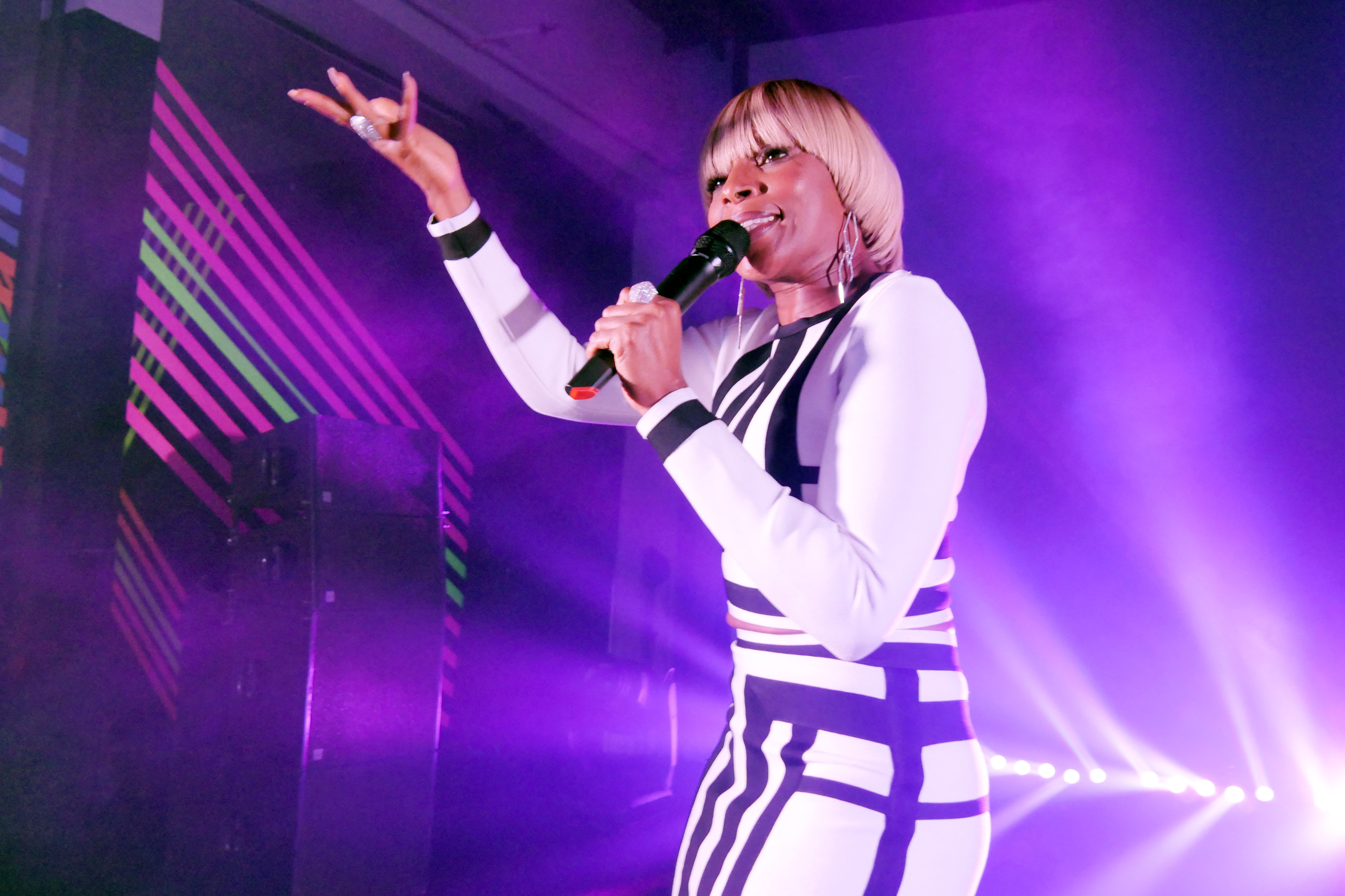 Mary J Blige performing at the Jimmy Choo 20th anniversary party