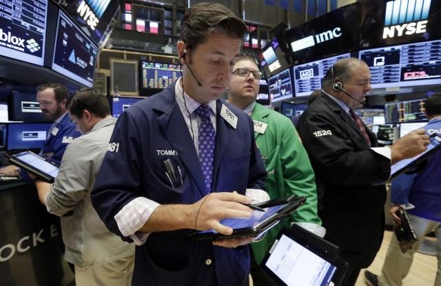 wall street traders dow jones industrial average