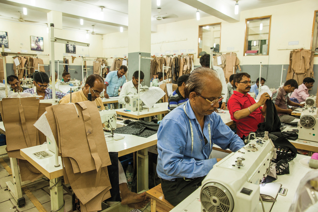 The size of India's factories is a challenge to the country's growth.