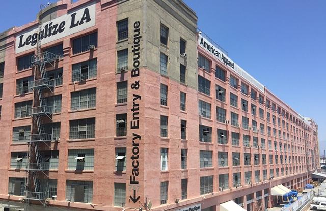american-apparel-facade-rotator
