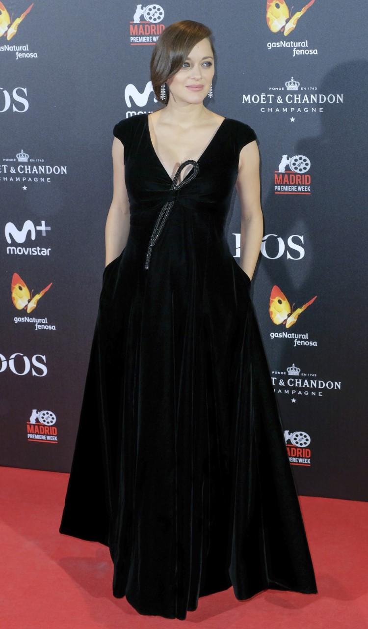 """Marion Cotillard in Giorgio Armani Privé at """"Allied"""" premiere, in Madrid."""