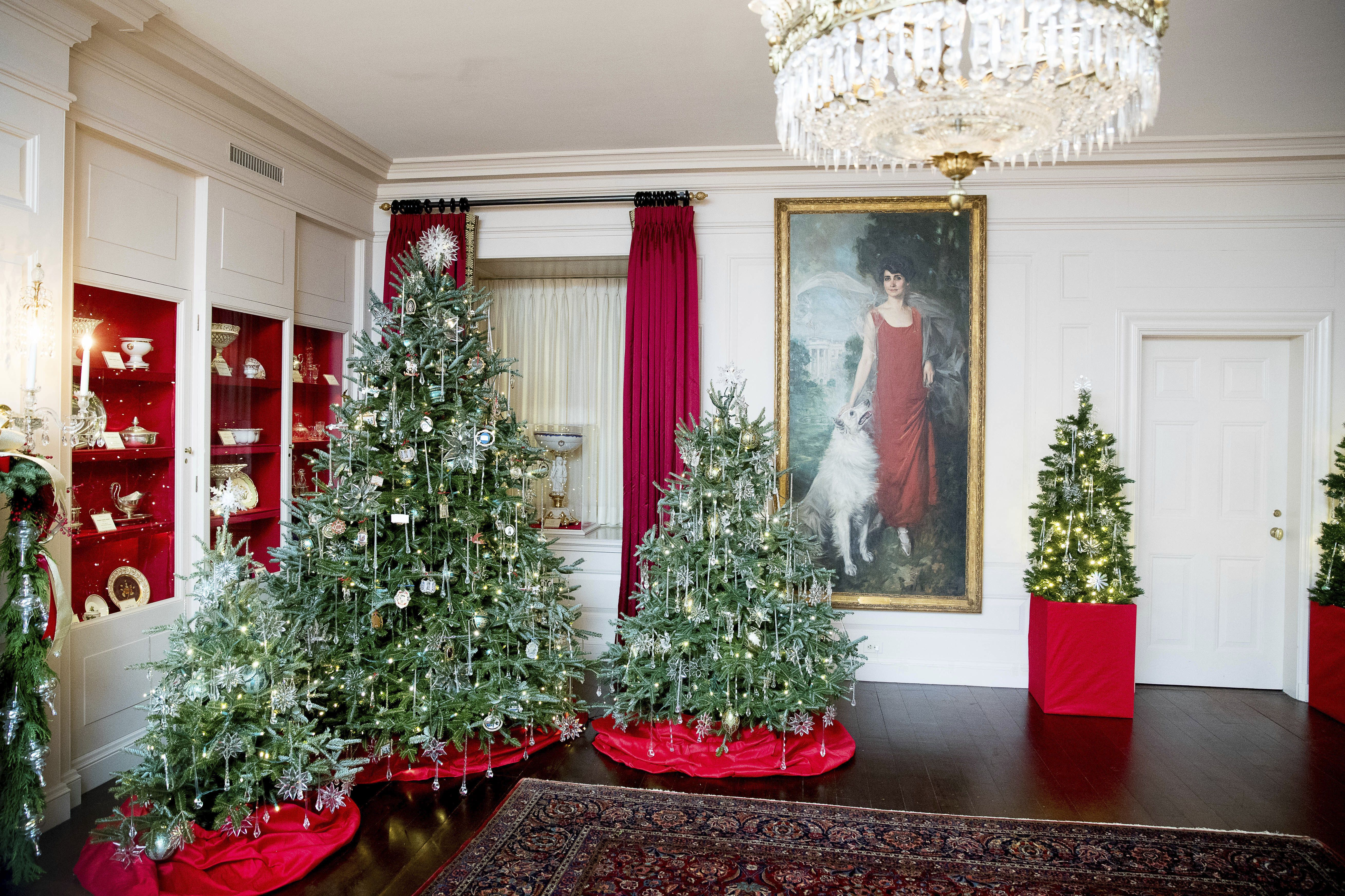 Michelle Obama Unveils Holiday Decorations At White House Wwd