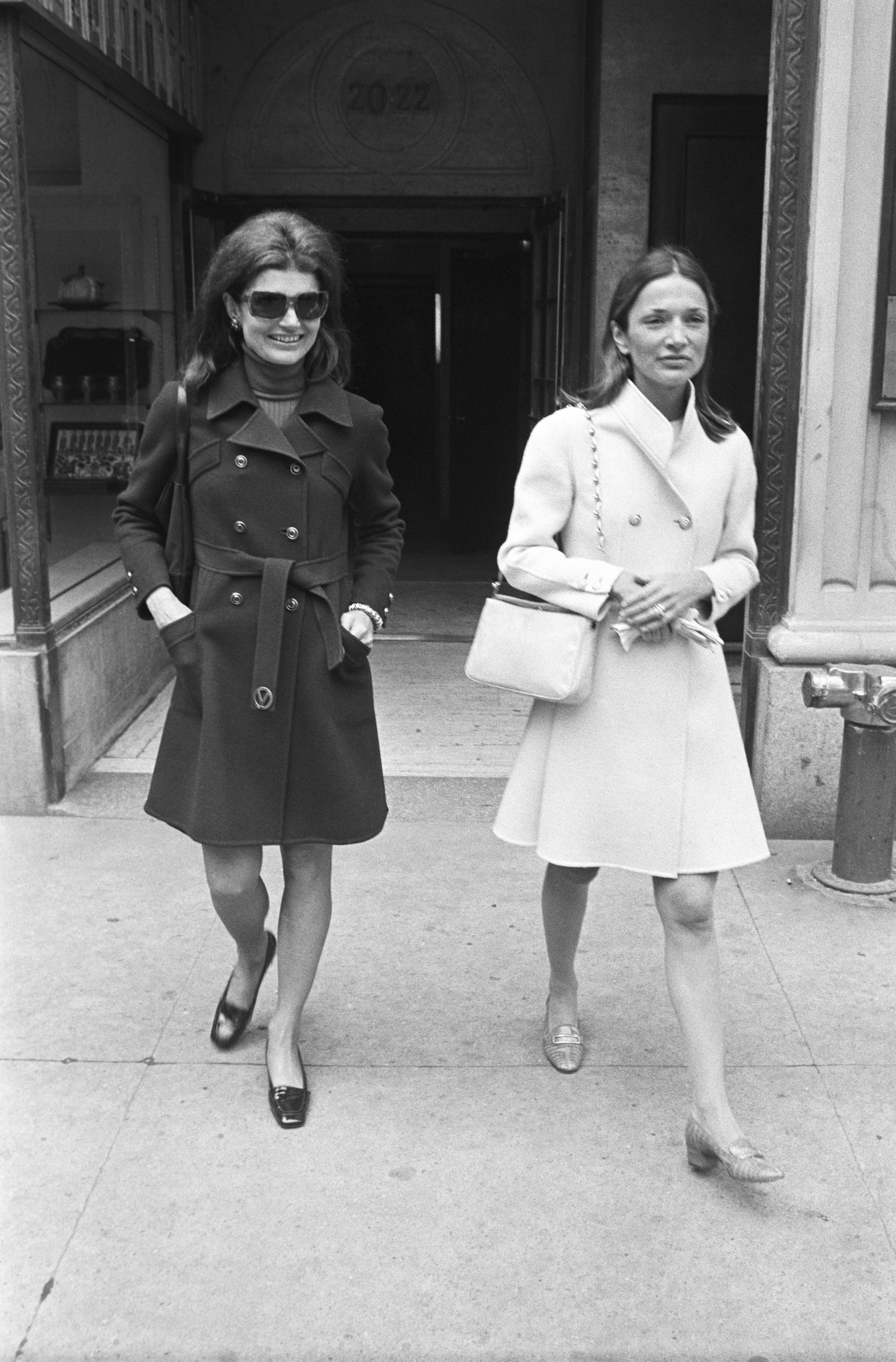 Jacqueline Kennedy Onassis and her sister interior designer and socialite Lee Radziwill exit Maxmillian's on May 18, 1970.