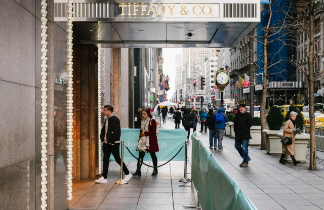Tiffany & Co.'s branded barricades on Fifth Ave. in partnership with NYPD.