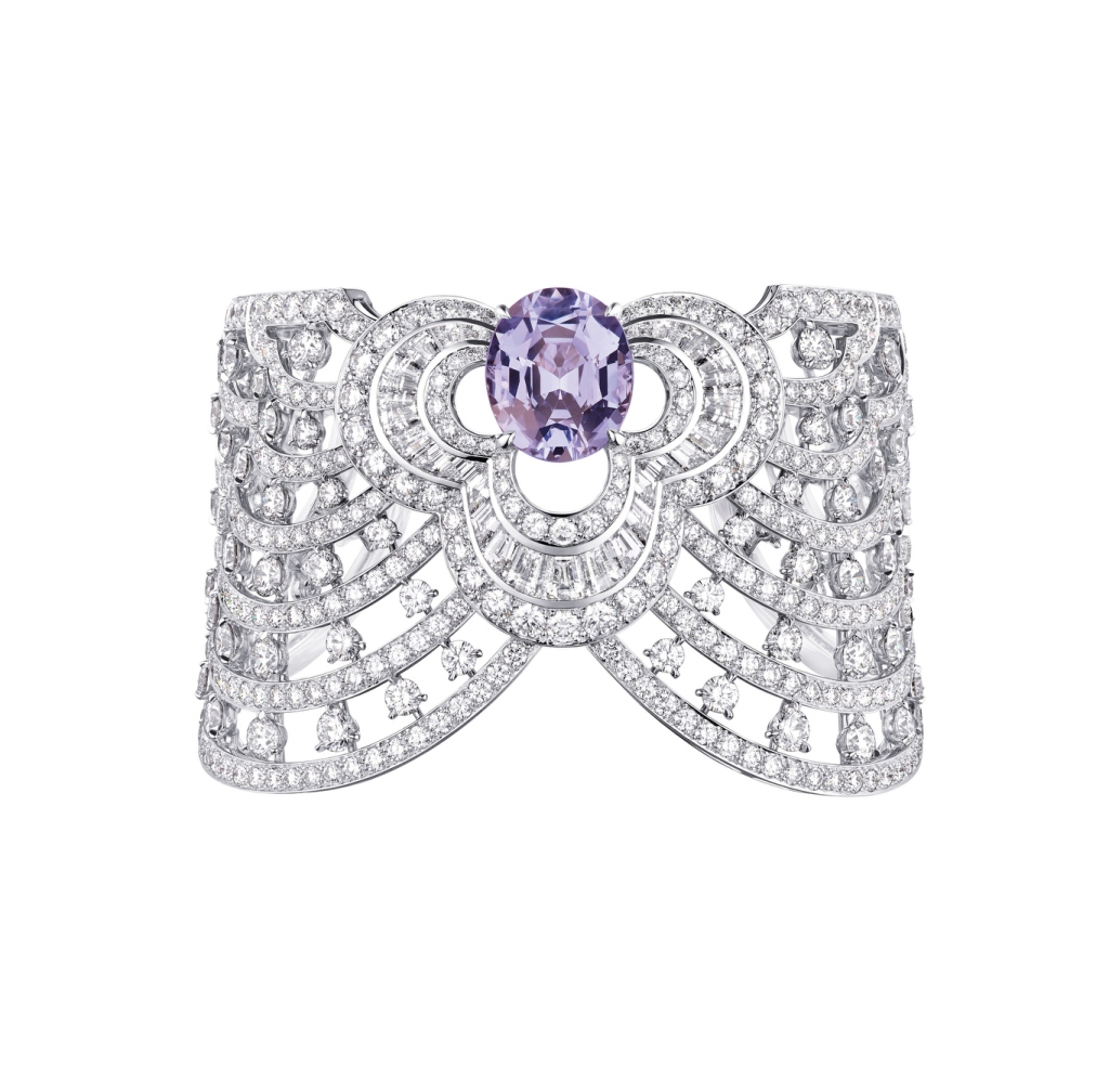 Necklace in white gold and diamonds for 20 carats, Blossom collection, Louis Vuitton.