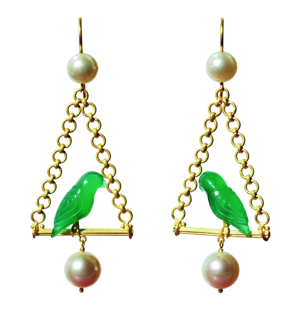 Parrot earrings in green onyx, brushed gold and pearls by Marie-Hélène de Taillac.