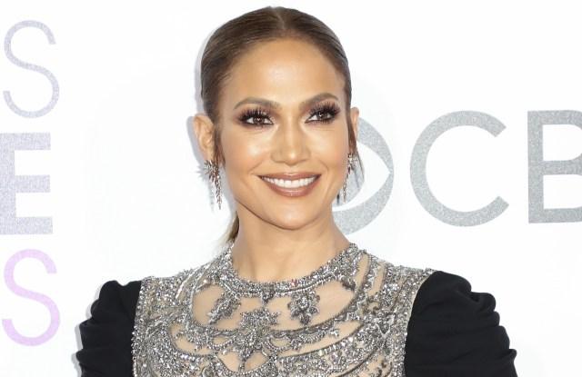 Jennifer Lopez in Reem Acra Peoples Choice Awards 2017