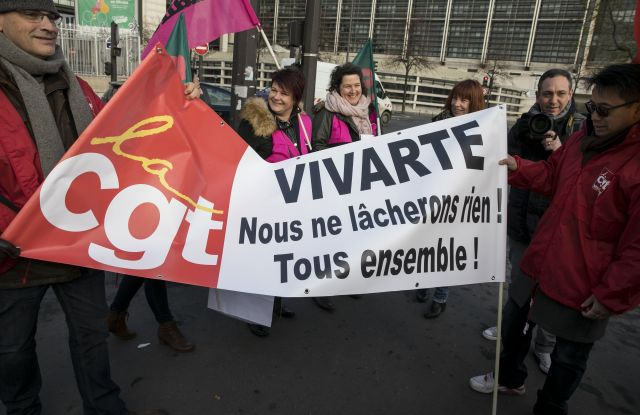 The employees of Vivarte protesting in front of the French economy ministry.