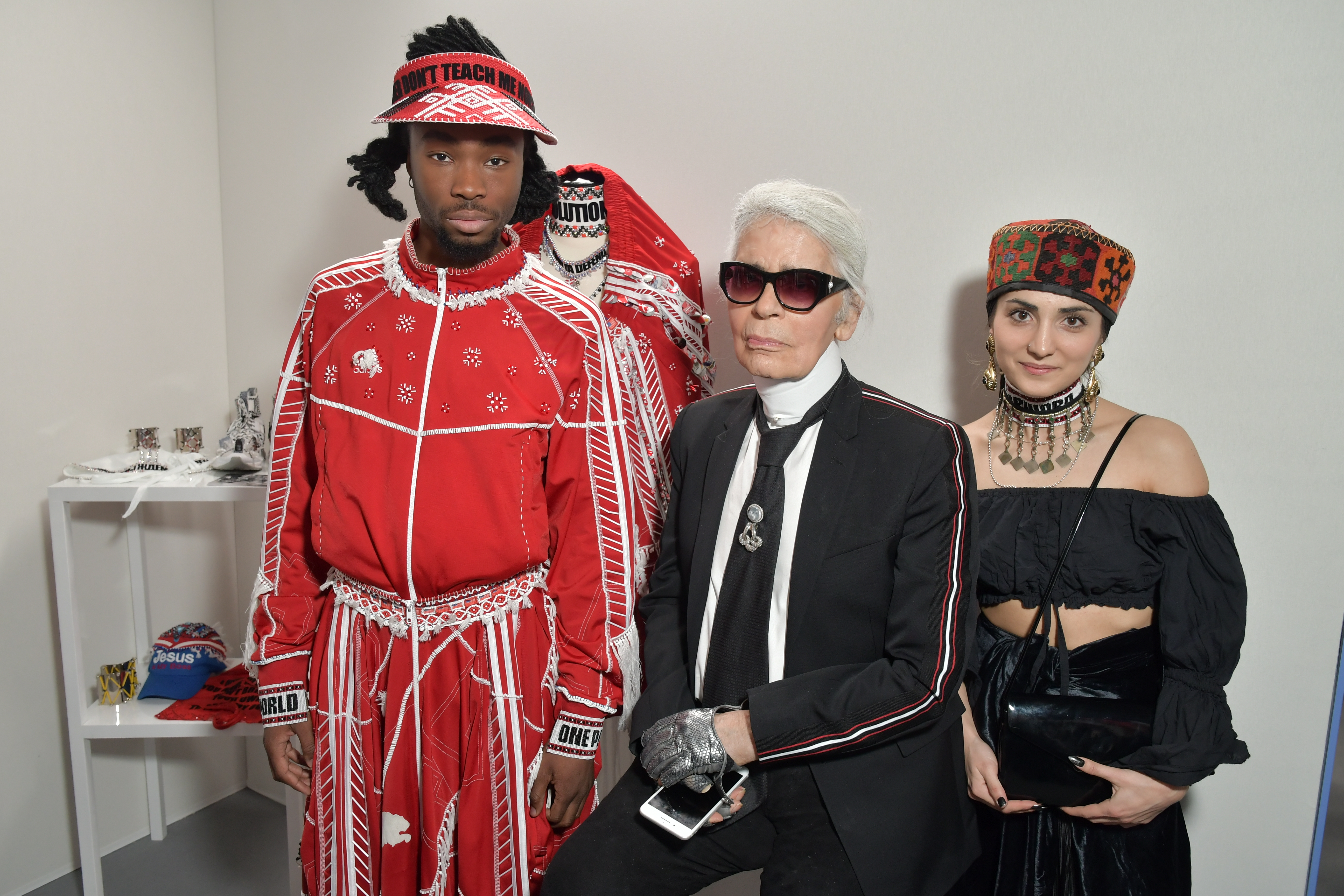 Karl Lagerfeld visits the Jahnkoy booth at the LVMH Prize presentation.