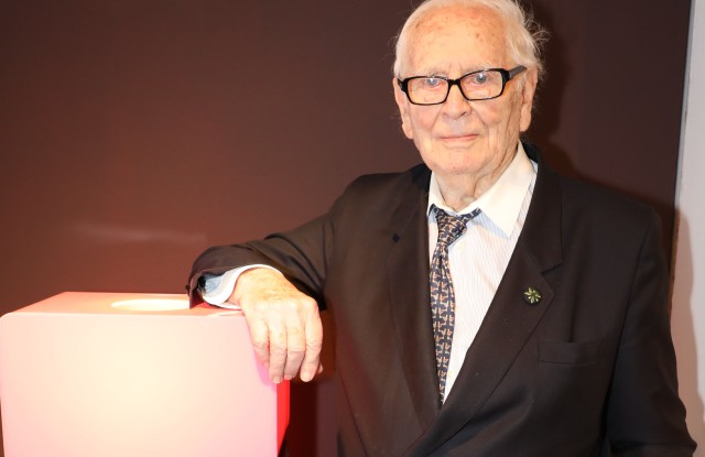 Pierre Cardin will host a fashion show in Newport, R.I. in June.