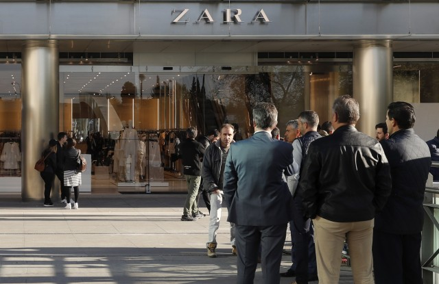 People wait for the opening of the world's biggest Zara store in Madrid, Spain, 07 April 2017. The Spanish clothing retailer's store measures 6,000 square meters and is located in downtown Madrid.Zara opens its' biggest worldwide store in Madrid, Spain.