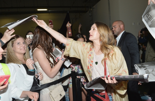 NEW YORK, NY - MAY 20:  Actress Drew Barrymore interacts with fans during Beautycon Festival NYC 2017 at Brooklyn Cruise Terminal on May 20, 2017 in New York City.  (Photo by Noam Galai/Getty Images for Beautycon)