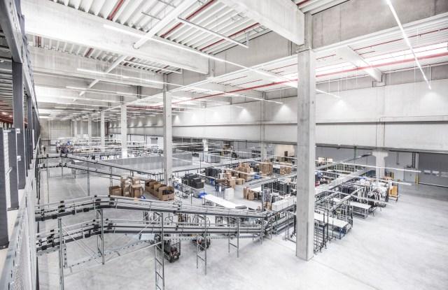 The conveyor belt system in mytheresa.com's new logistics hub