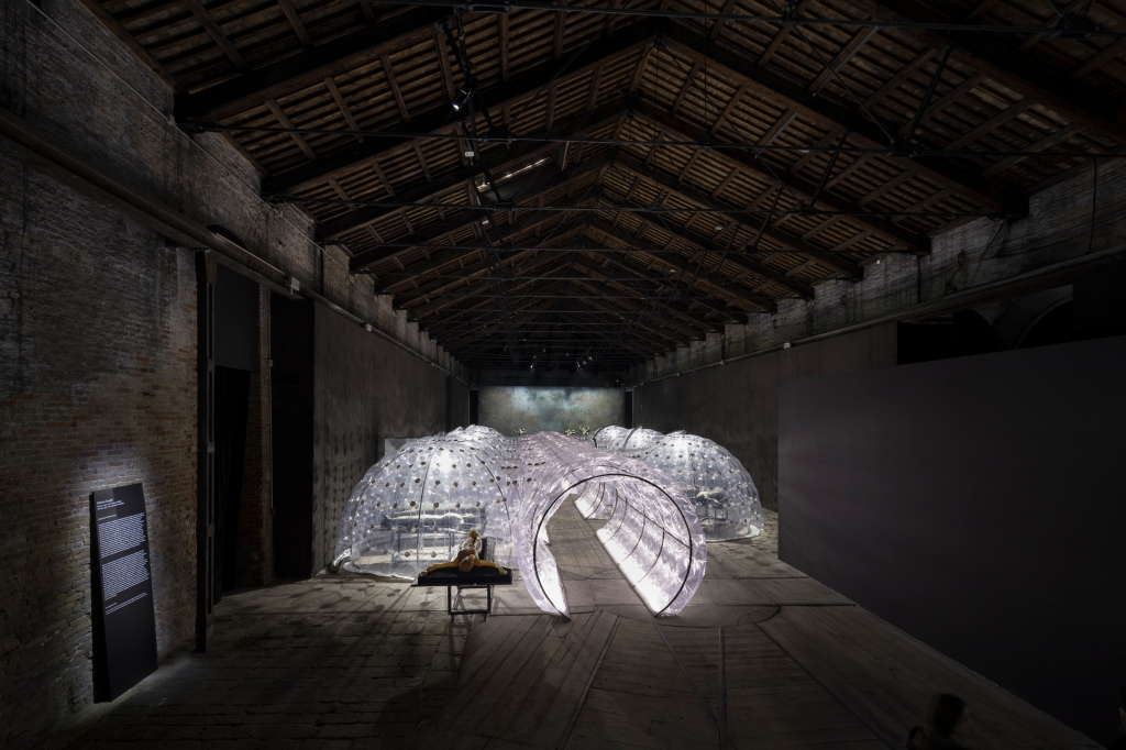 """The installation """"Imitation of Christ"""" by Roberto Cuoghi"""